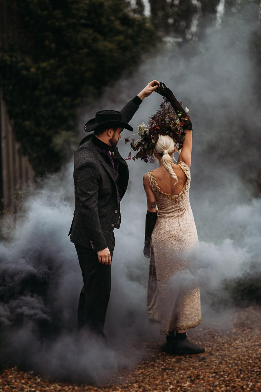 Sustainable and beautiful halloween wedding style, image credit Thyme Lane Photography (3)