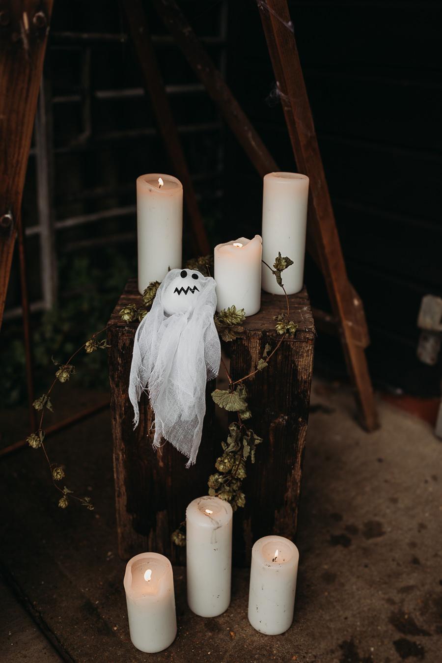 Sustainable and beautiful halloween wedding style, image credit Thyme Lane Photography (46)