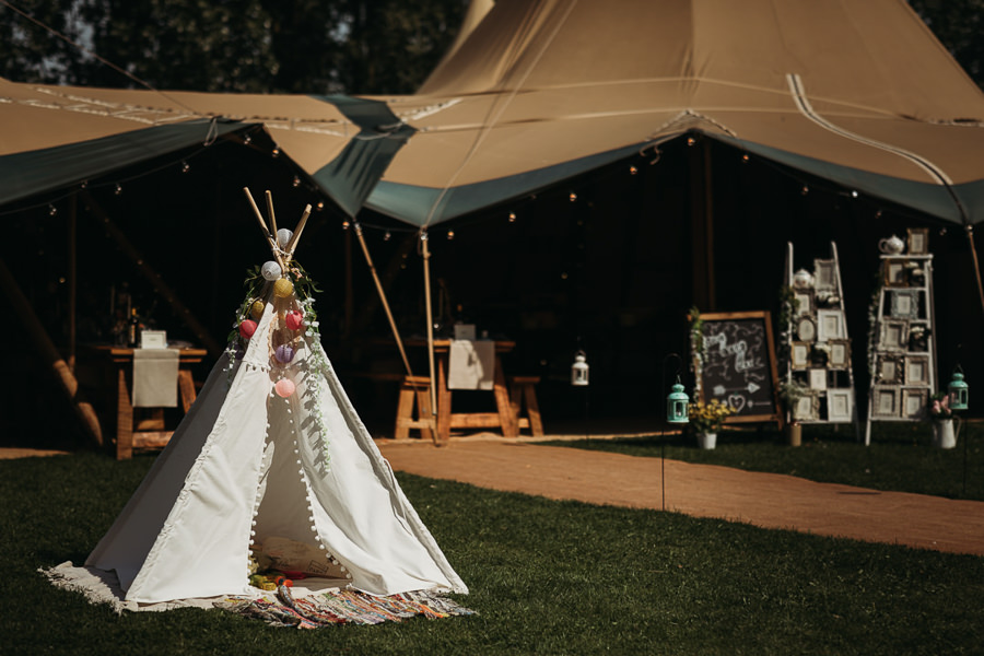 Victoria & Matthew's beautiful festival wedding in Cambridge, with Thyme Lane Photography (29)
