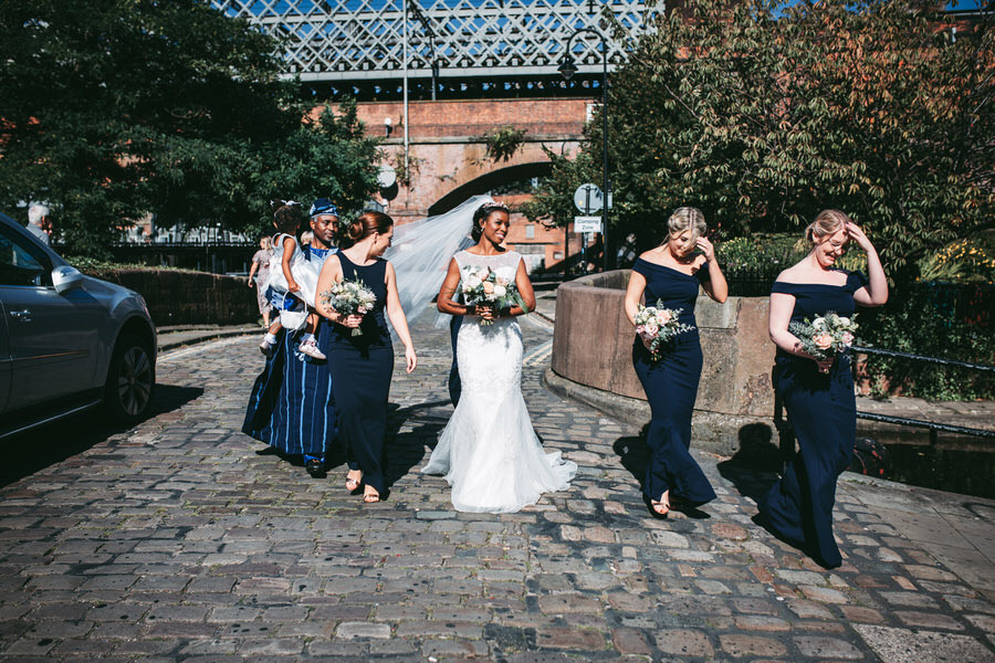 Oreofe & Craig's chic and modern Manchester city wedding, with Rachel Clarke Wedding Photography (14)