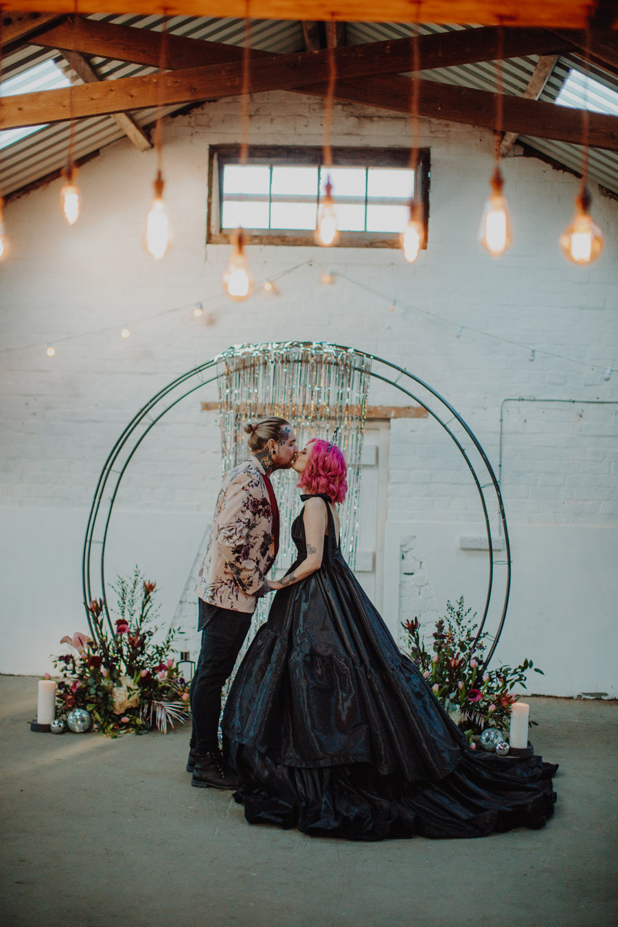 Alternative Monochrome wedding inspo at White Syke Fields with Alt Wedding Co (18)