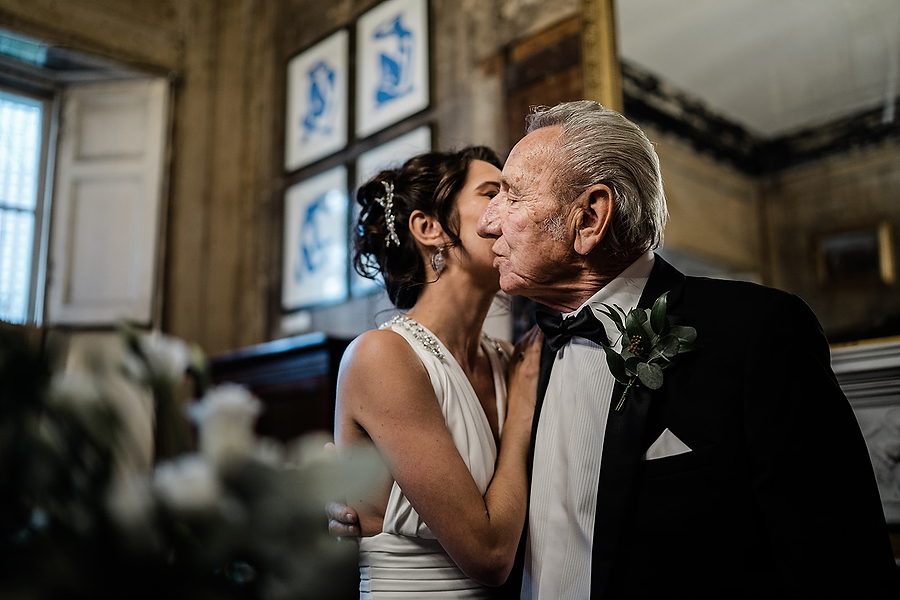 Mike & Khiley's sophisticated and FUN black tie wedding at Brunswick House, with Oliver Holder Photography (11)
