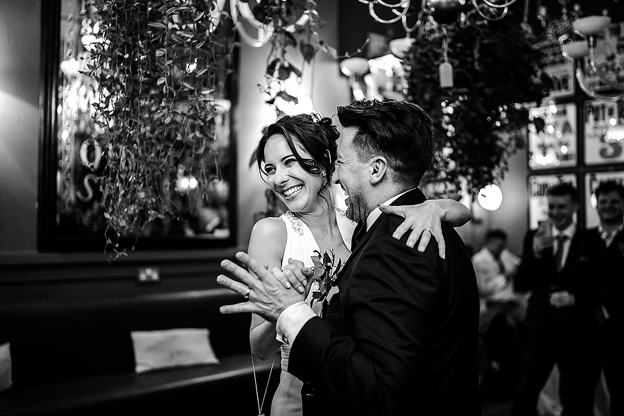 Mike & Khiley's sophisticated and FUN black tie wedding at Brunswick House, with Oliver Holder Photography (42)