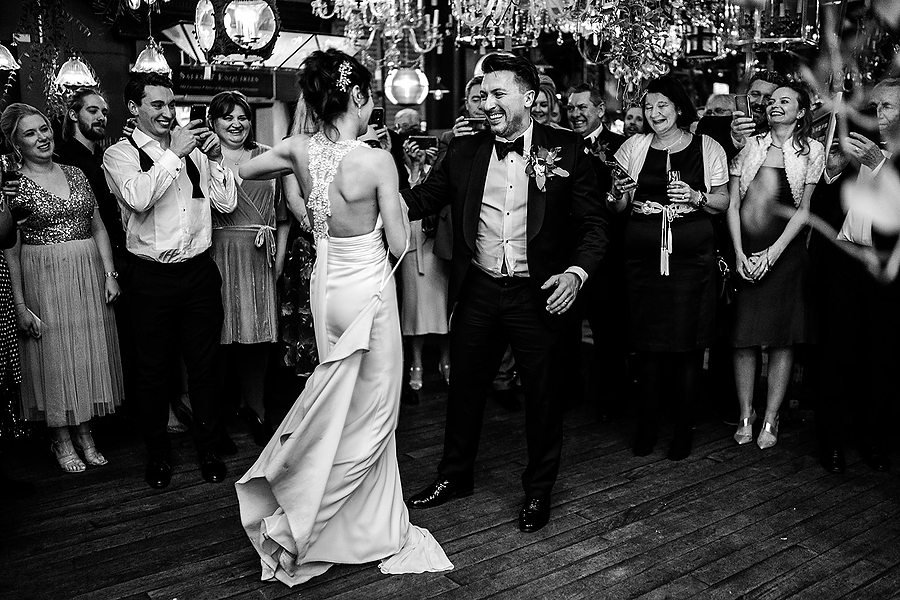 Mike & Khiley's sophisticated and FUN black tie wedding at Brunswick House, with Oliver Holder Photography (43)