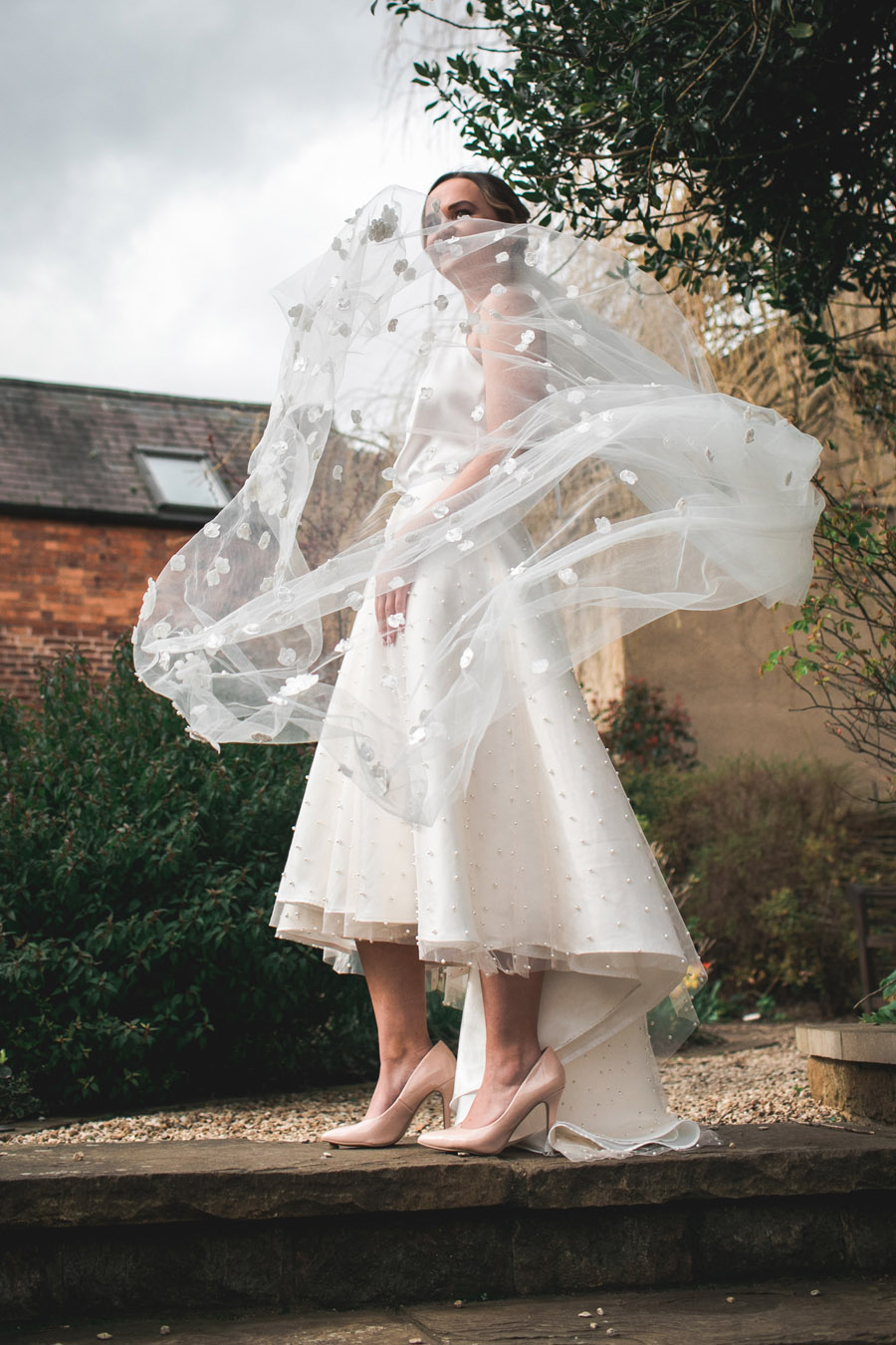 Elegant and timeless wedding style with a contemporary twist, photography by shootitmomma.co.uk (12)