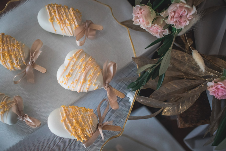 Elegant and timeless wedding style with a contemporary twist, photography by shootitmomma.co.uk (16)