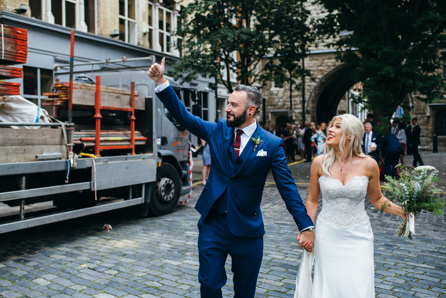 Ally & James's chic and modern museum-to-pub wedding, with Simon Biffen Photography (12)