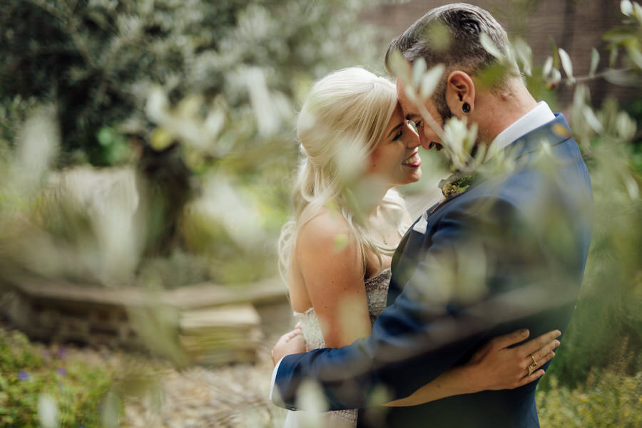 Ally & James's chic and modern museum-to-pub wedding, with Simon Biffen Photography (22)
