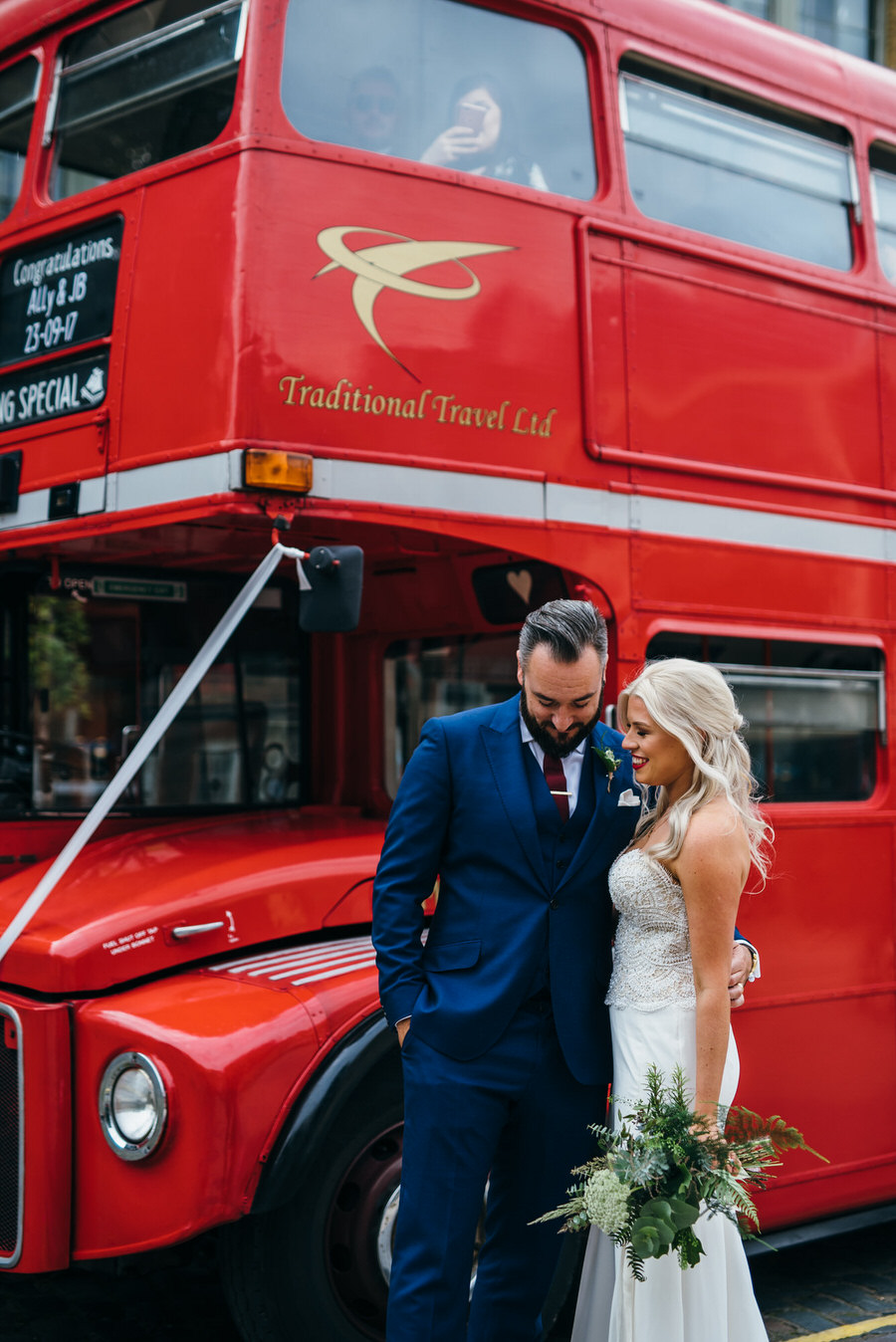 Ally & James's chic and modern museum-to-pub wedding, with Simon Biffen Photography (24)