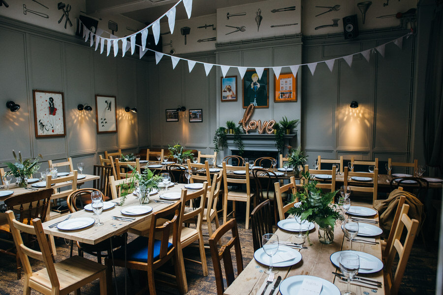 Ally & James's chic and modern museum-to-pub wedding, with Simon Biffen Photography (27)