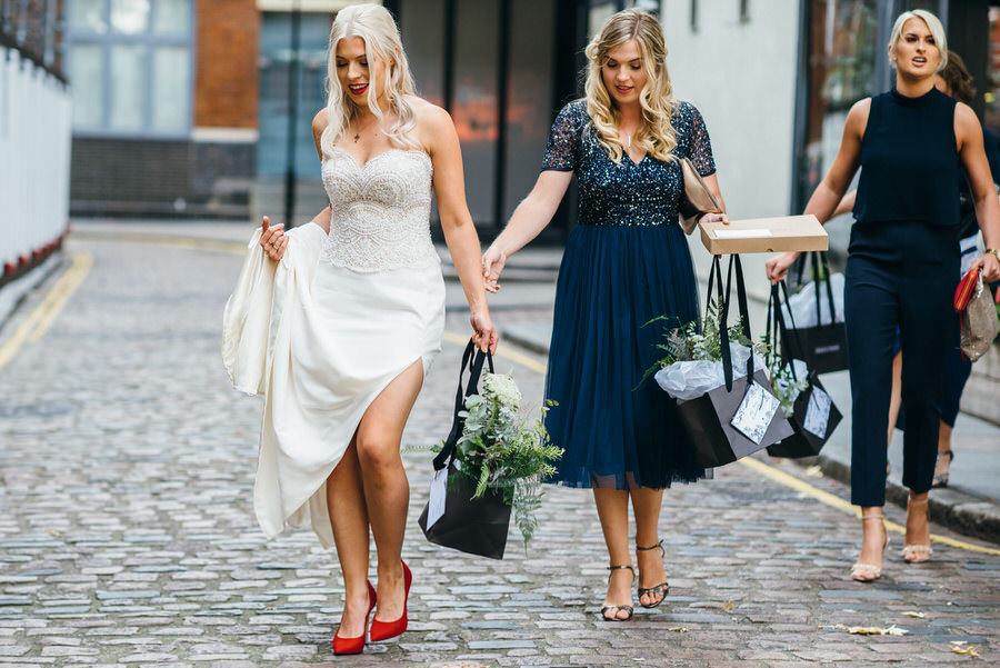 Ally & James's chic and modern museum-to-pub wedding, with Simon Biffen Photography (4)