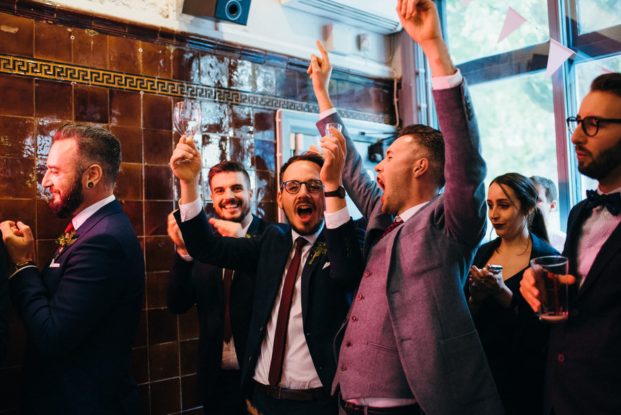 Ally & James's chic and modern museum-to-pub wedding, with Simon Biffen Photography (36)