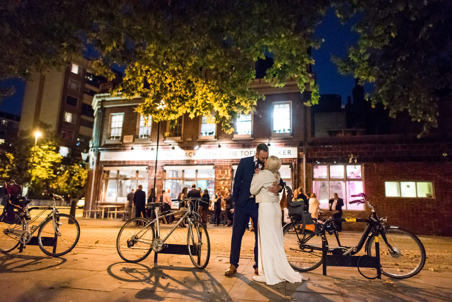 Ally & James's chic and modern museum-to-pub wedding, with Simon Biffen Photography (41)