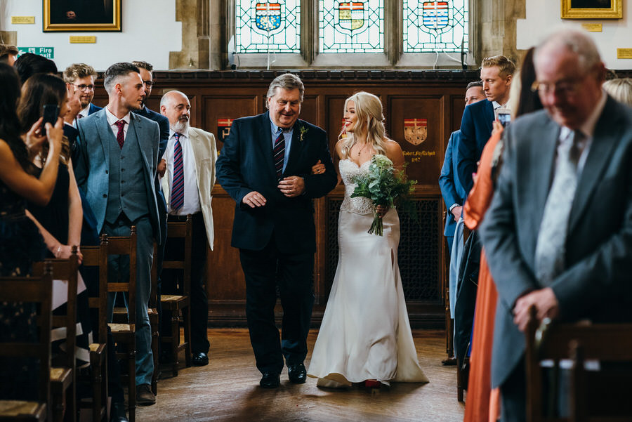 Ally & James's chic and modern museum-to-pub wedding, with Simon Biffen Photography (6)