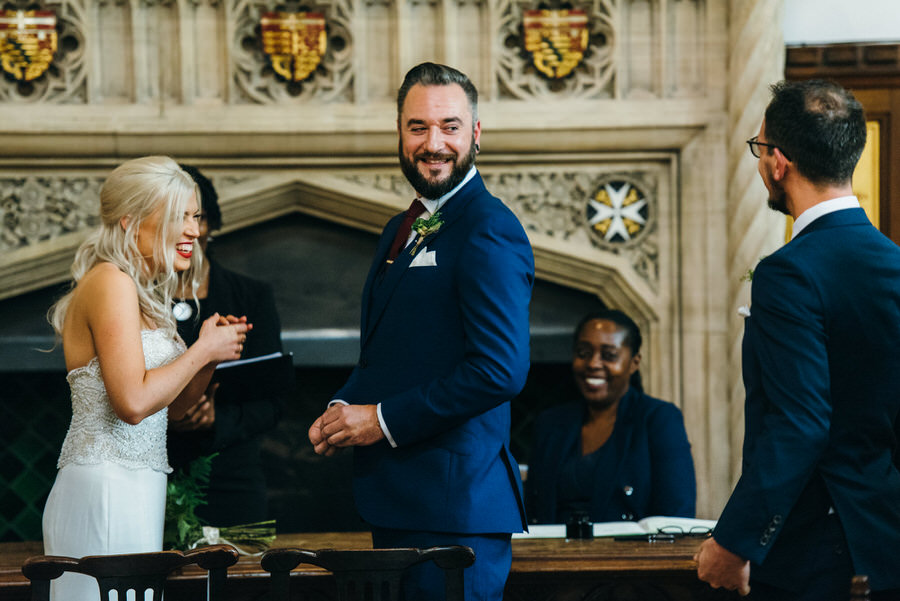 Ally & James's chic and modern museum-to-pub wedding, with Simon Biffen Photography (8)