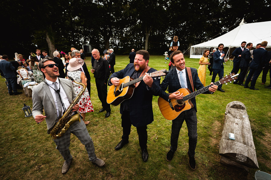 Lottie & Callum's timelessly beautiful wedding at Sopley Lake, with Robin Goodlad Photography (31)