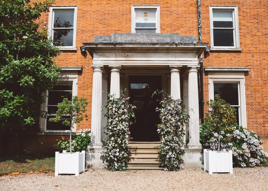 Sarah & Kevin's Mount Ephraim Gardens wedding with Hollie Carlin Photography (2)