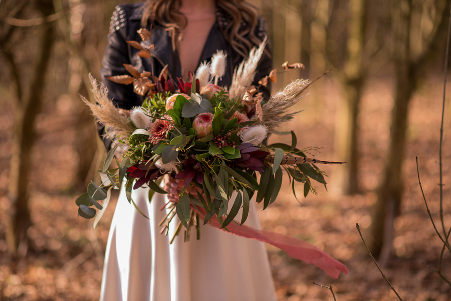 See you at Sunset - a warm autumnal wedding photoshoot with Nicola Belson Photography (11)