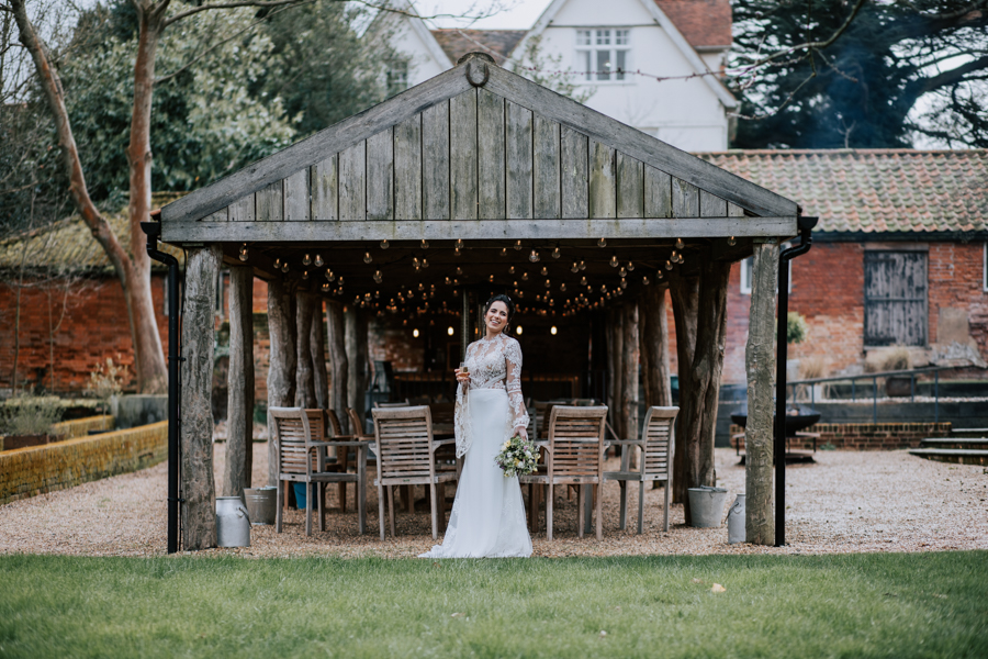 Country Elegance Styled Shoot: The Tudor Barn Belstead (18)