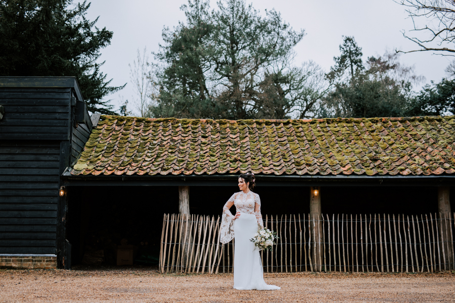 Country Elegance Styled Shoot: The Tudor Barn Belstead (19)