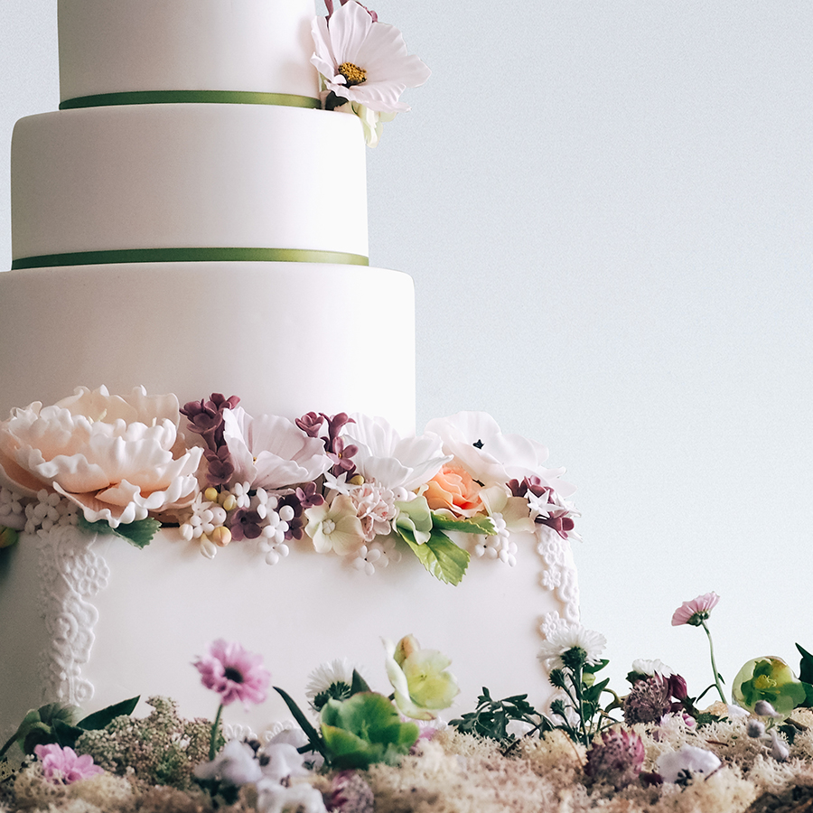 Wedding cake inspired by an English Garden