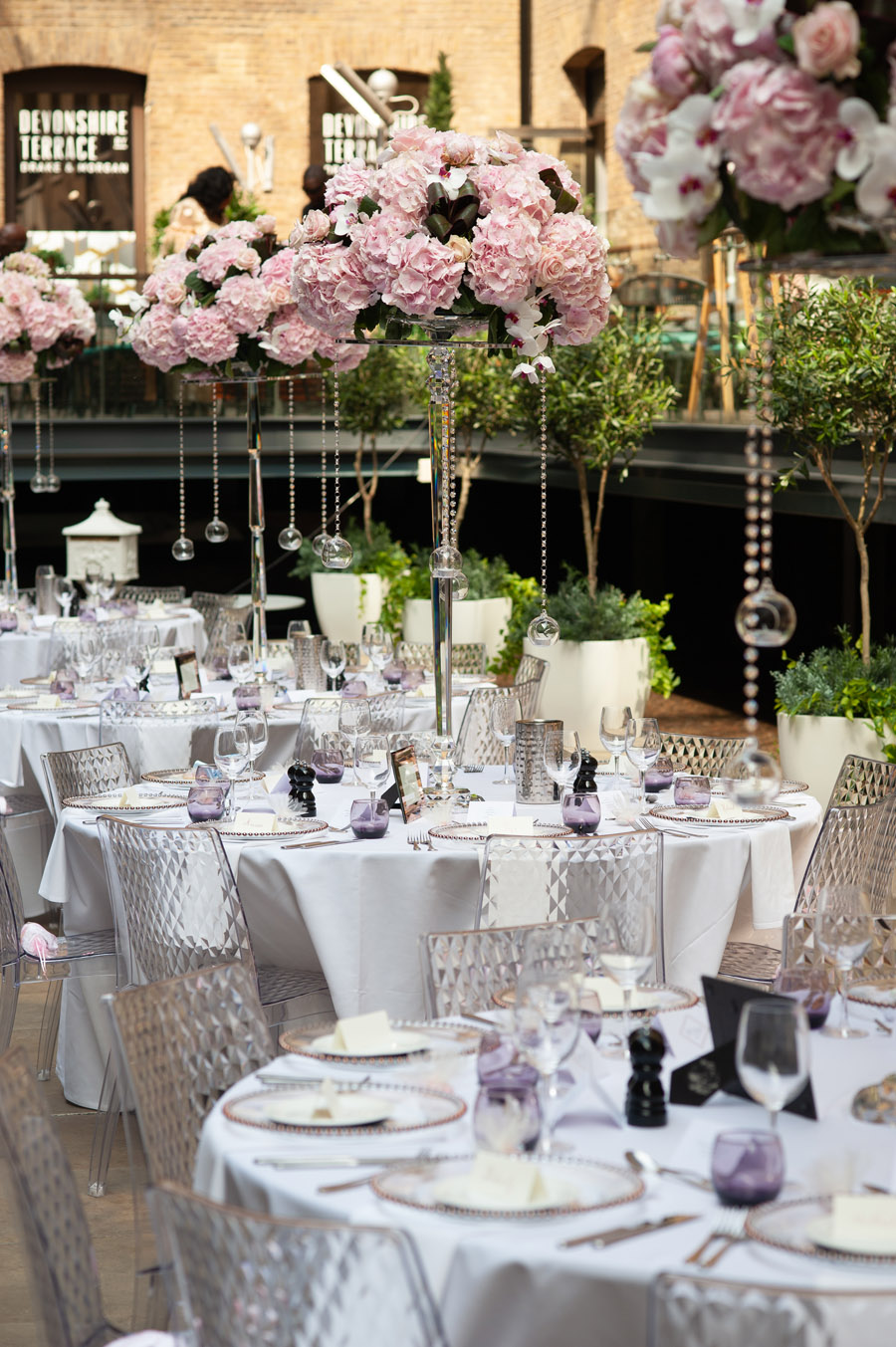 Chantel & Andrew's chic, modern and timeless wedding at Devonshire Terrace, with Carla Thomas Photography (22)