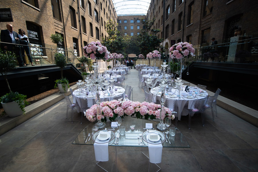 Chantel & Andrew's chic, modern and timeless wedding at Devonshire Terrace, with Carla Thomas Photography (24)