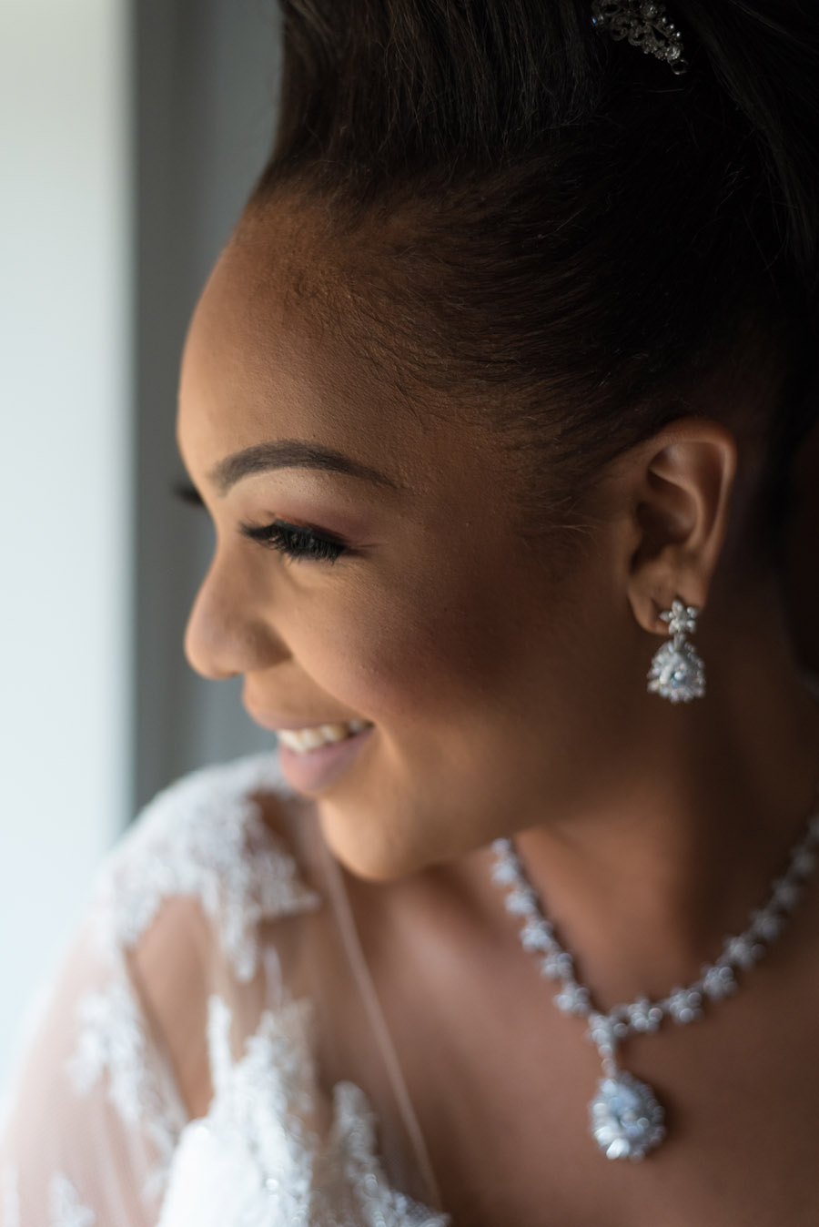 Chantel & Andrew's chic, modern and timeless wedding at Devonshire Terrace, with Carla Thomas Photography (11)