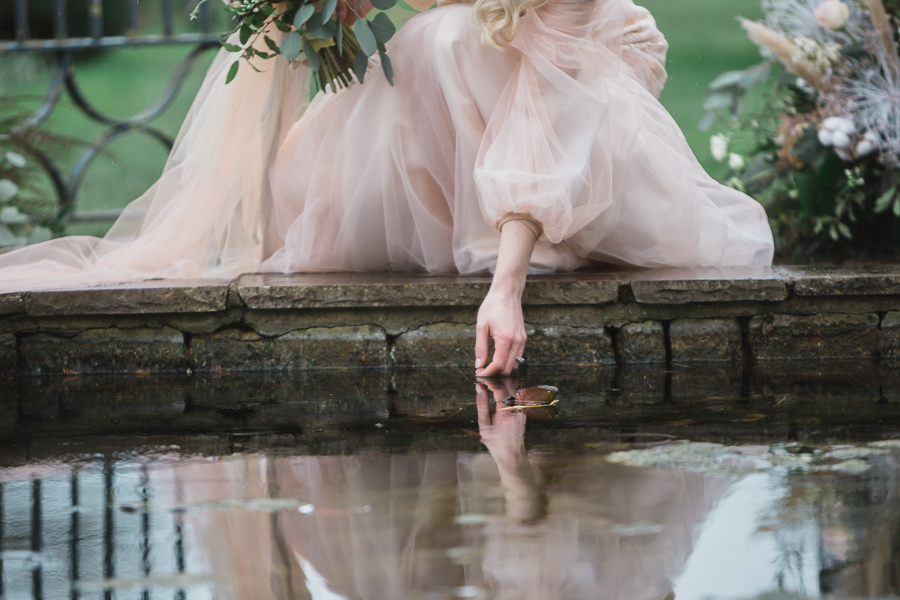 Candyfloss romance from the secret garden at Barnsley House, image credit Red Maple Photography (23)