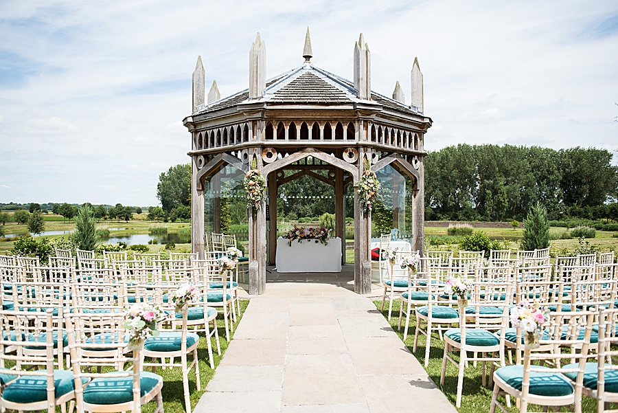 Sheila & Paul's wonderfully chic and elegant Ely wedding, with Fiona Kelly Photography (10)