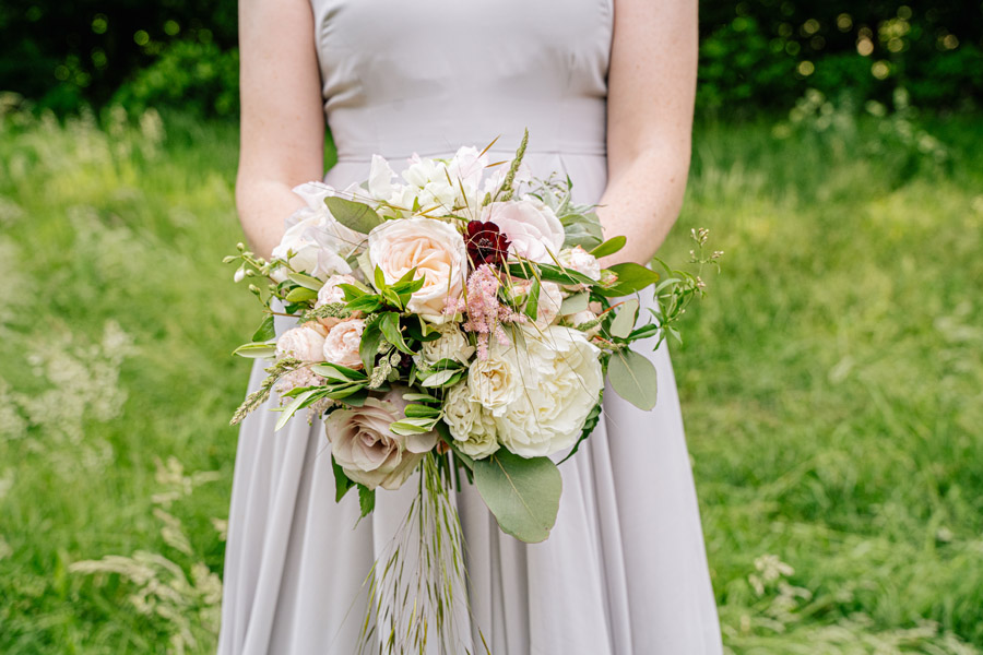 Gorgeous seasonal bouquets for small and intimate 2020 weddings (19)