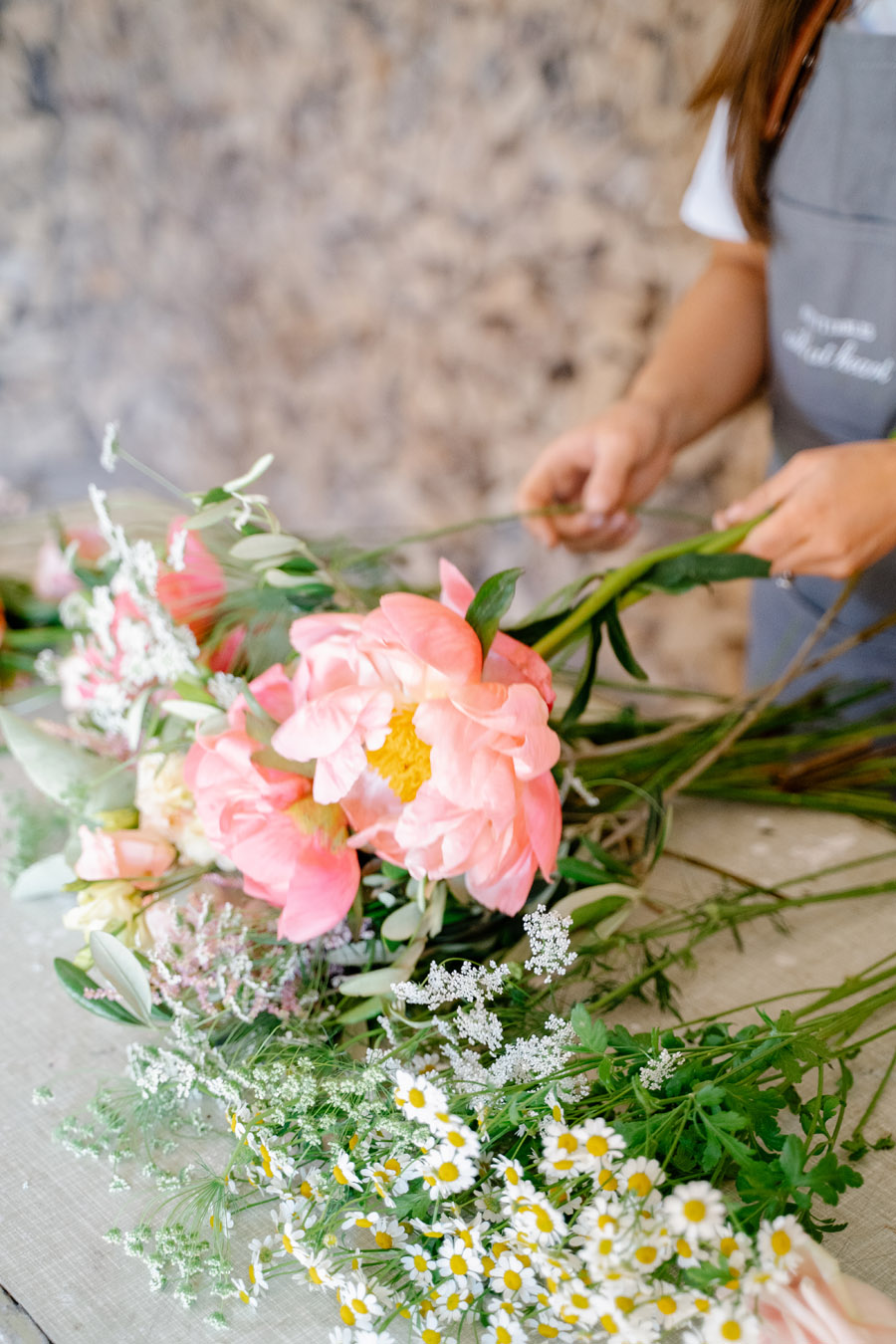 Gorgeous seasonal bouquets for small and intimate 2020 weddings (23)