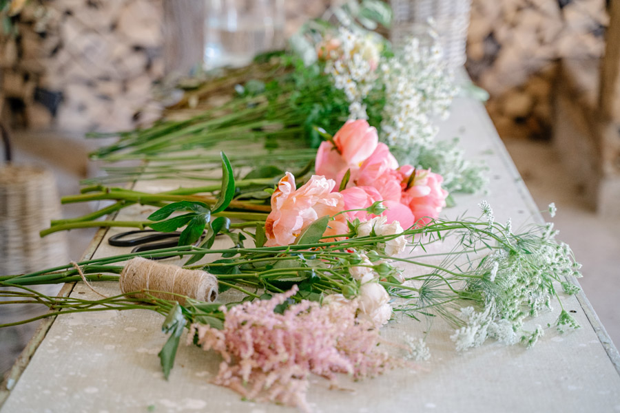 Gorgeous seasonal bouquets for small and intimate 2020 weddings (24)