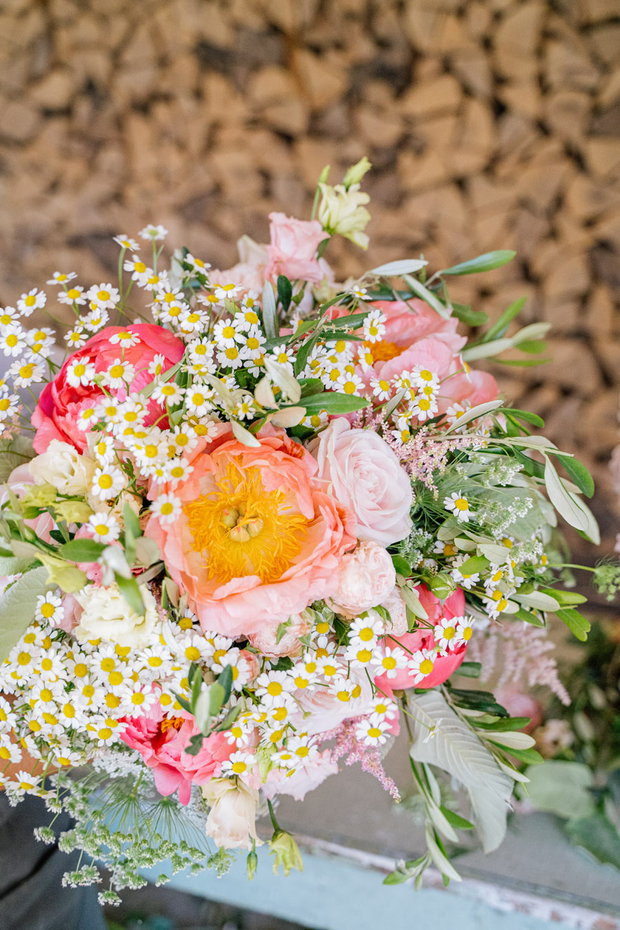 Gorgeous seasonal bouquets for small and intimate 2020 weddings (26)