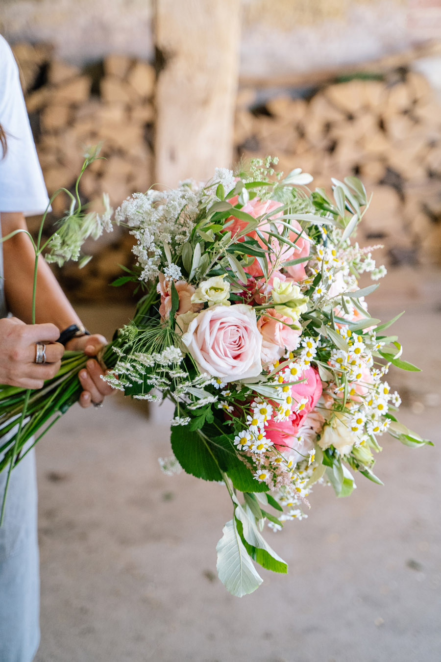 Gorgeous seasonal bouquets for small and intimate 2020 weddings (27)