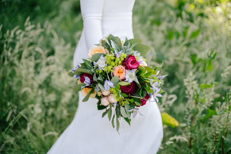 Gorgeous seasonal bouquets for small and intimate 2020 weddings (30)
