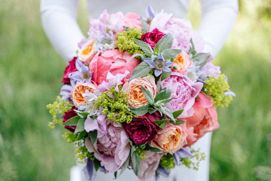 Gorgeous seasonal bouquets for small and intimate 2020 weddings (4)