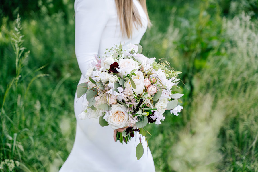 Gorgeous seasonal bouquets for small and intimate 2020 weddings (6)