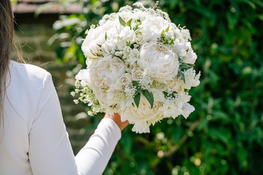 Gorgeous seasonal bouquets for small and intimate 2020 weddings (1)
