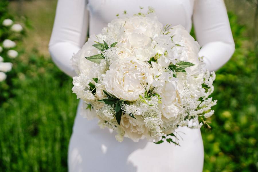 Gorgeous seasonal bouquets for small and intimate 2020 weddings (2)