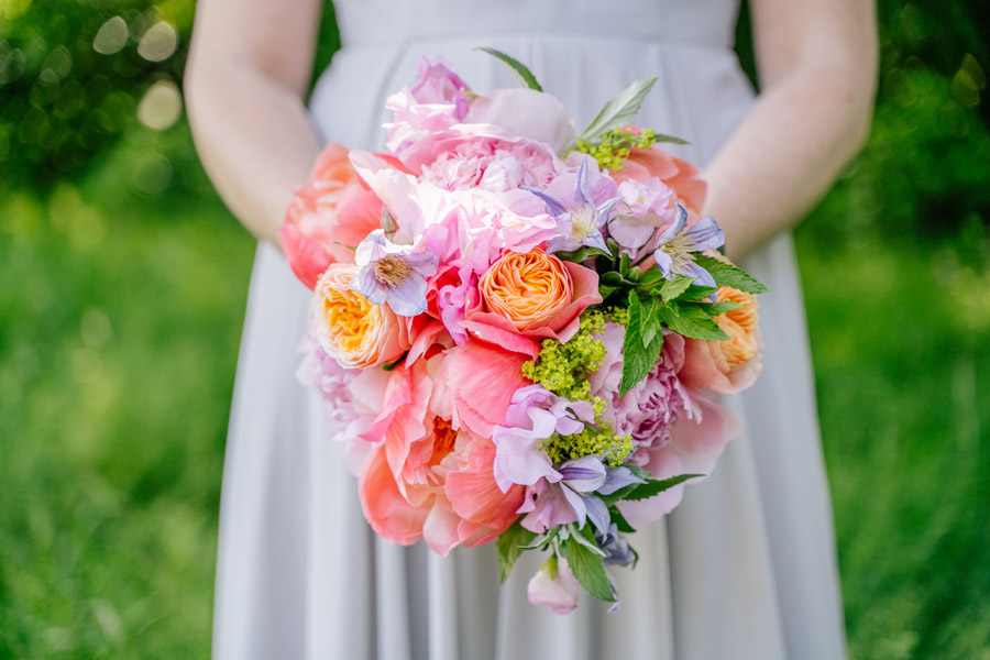 Gorgeous seasonal bouquets for small and intimate 2020 weddings (12)