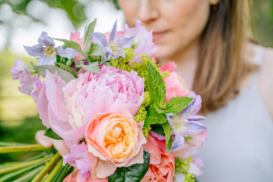 Gorgeous seasonal bouquets for small and intimate 2020 weddings (13)