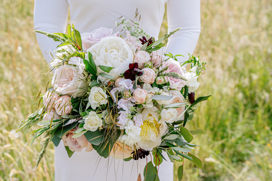 Gorgeous seasonal bouquets for small and intimate 2020 weddings (16)
