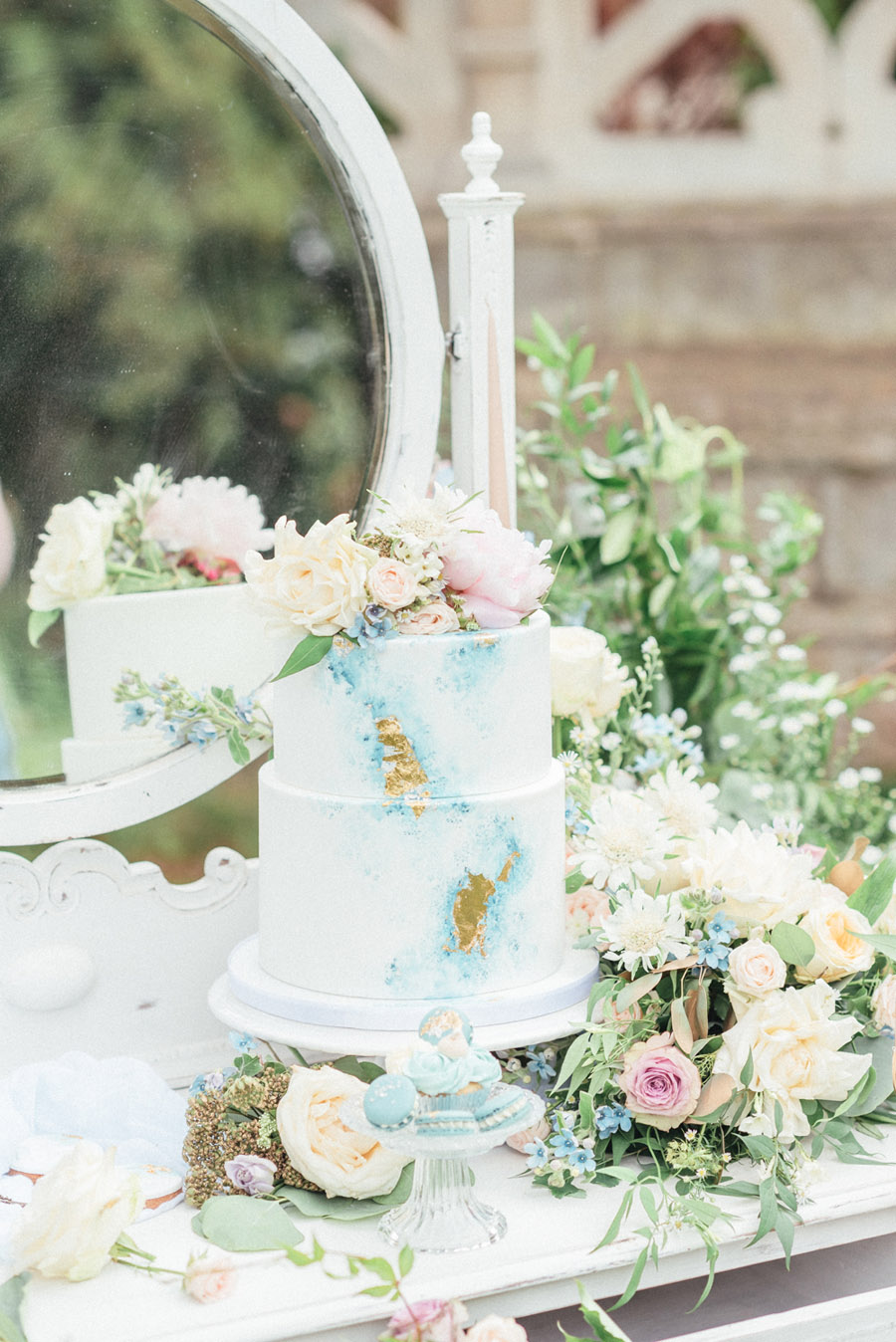 French Manor Styled Wedding Shoot in delicate blues, with Hannah McClune Photography on English Wedding Blog (48)