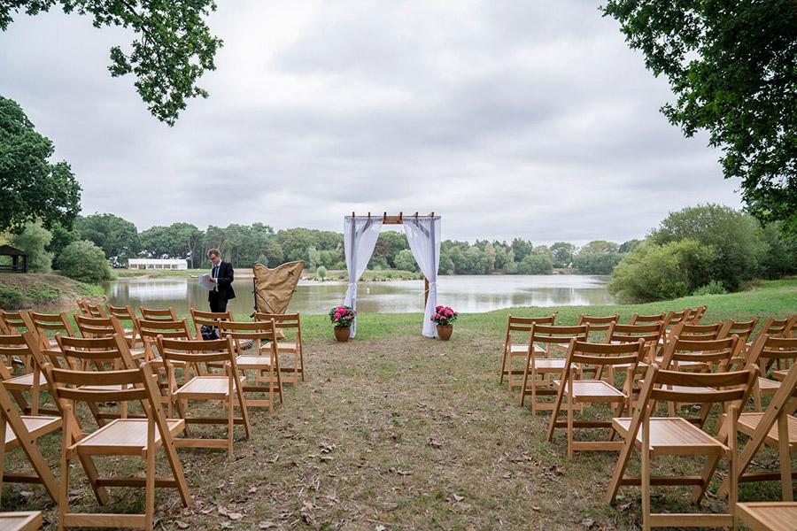 David and Samantha's creative and beautiful Sopley Lake wedding, with Katie Winter Photography (2)