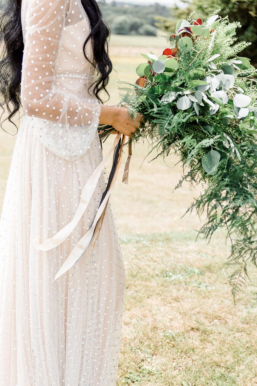 Modern Boho wedding style inspiration from Slindon House, photographer credit Kelsie Scully Photography (18)