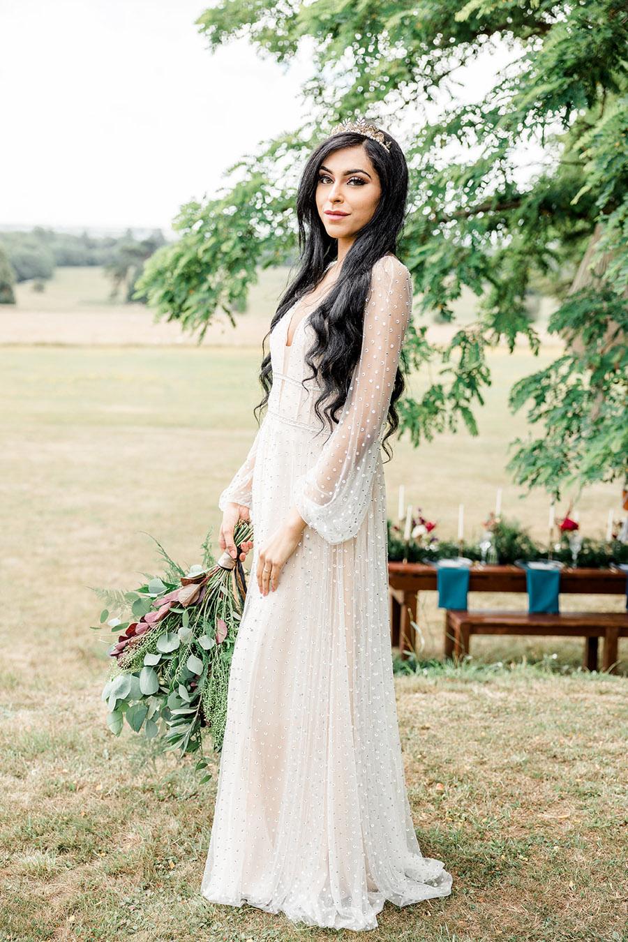 Modern Boho wedding style inspiration from Slindon House, photographer credit Kelsie Scully Photography (20)