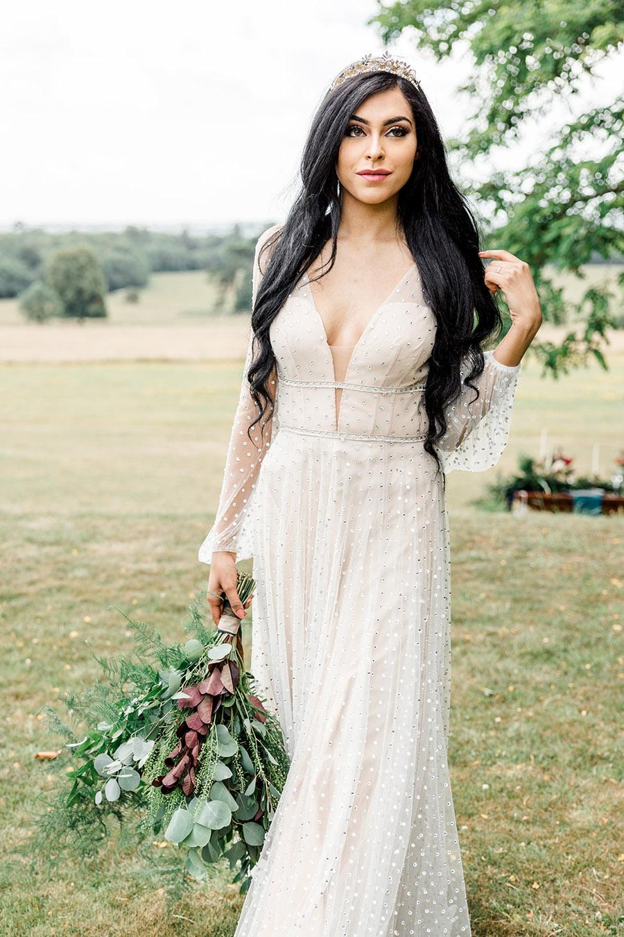 Modern Boho wedding style inspiration from Slindon House, photographer credit Kelsie Scully Photography (21)