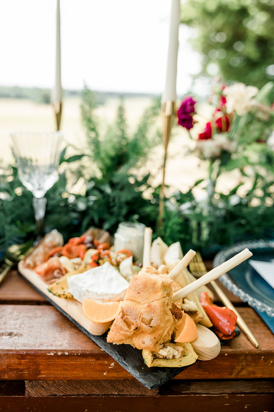 Modern Boho wedding style inspiration from Slindon House, photographer credit Kelsie Scully Photography (22)