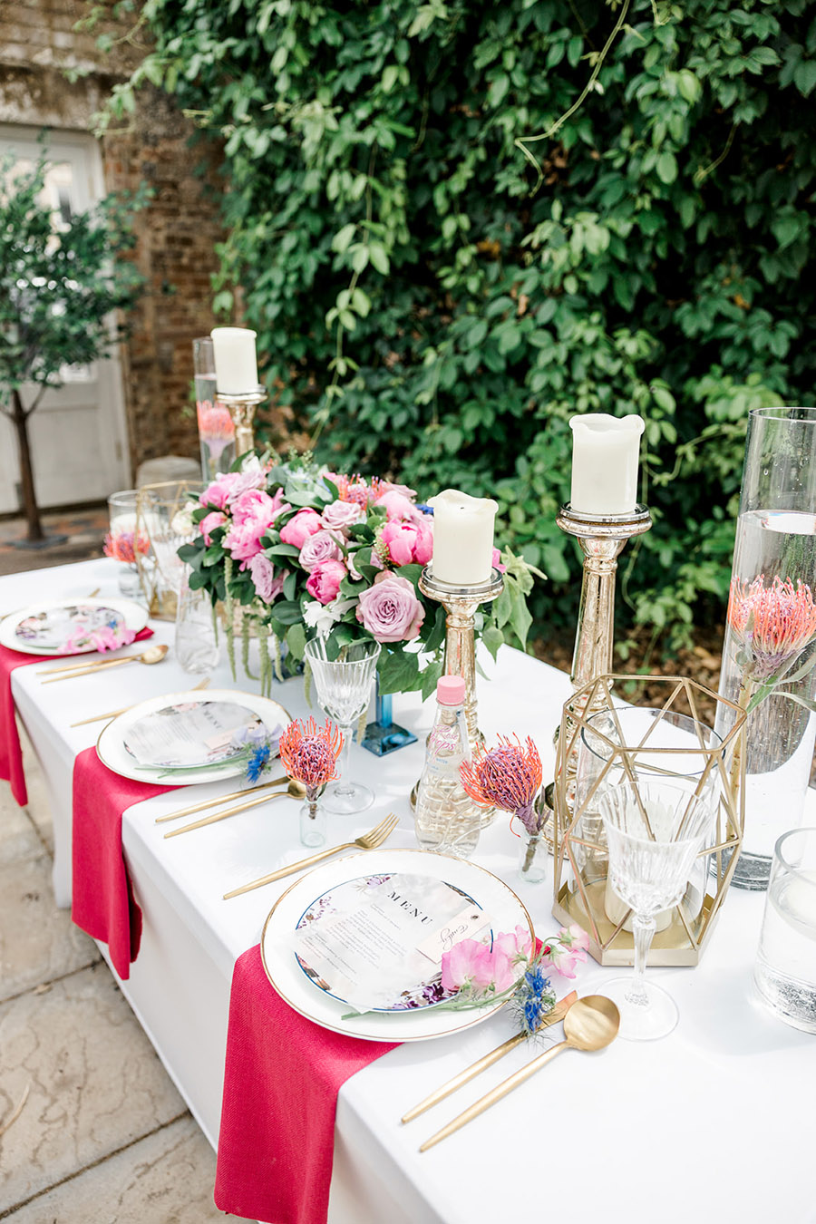 Modern intimate wedding styling inspiration from Slindon House, image credit Kelsie Scully (16)